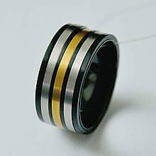 Стальное мужское кольцо черное с золотой вставкой