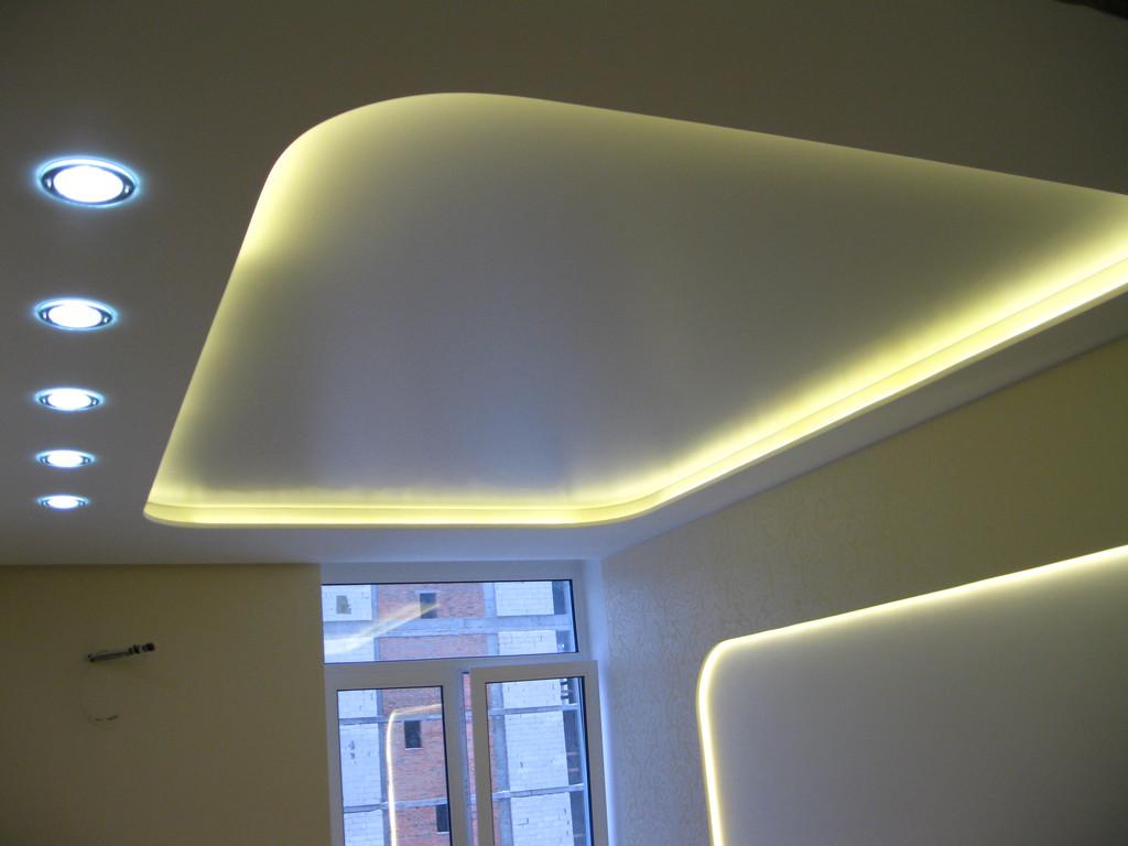 Светодиодная подсветка в сочетании с натяжными потолками.