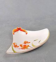"""Фарфоровая тарелка треугольная сервировочная """"Орхидеи"""" подарки женщинам на 8 марта"""