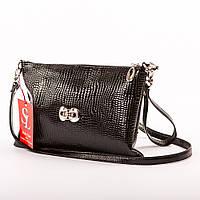 Черная лаковая сумочка-клатч на ремешке