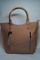 Пудровая стильная сумка из натуральной лаковой кожи