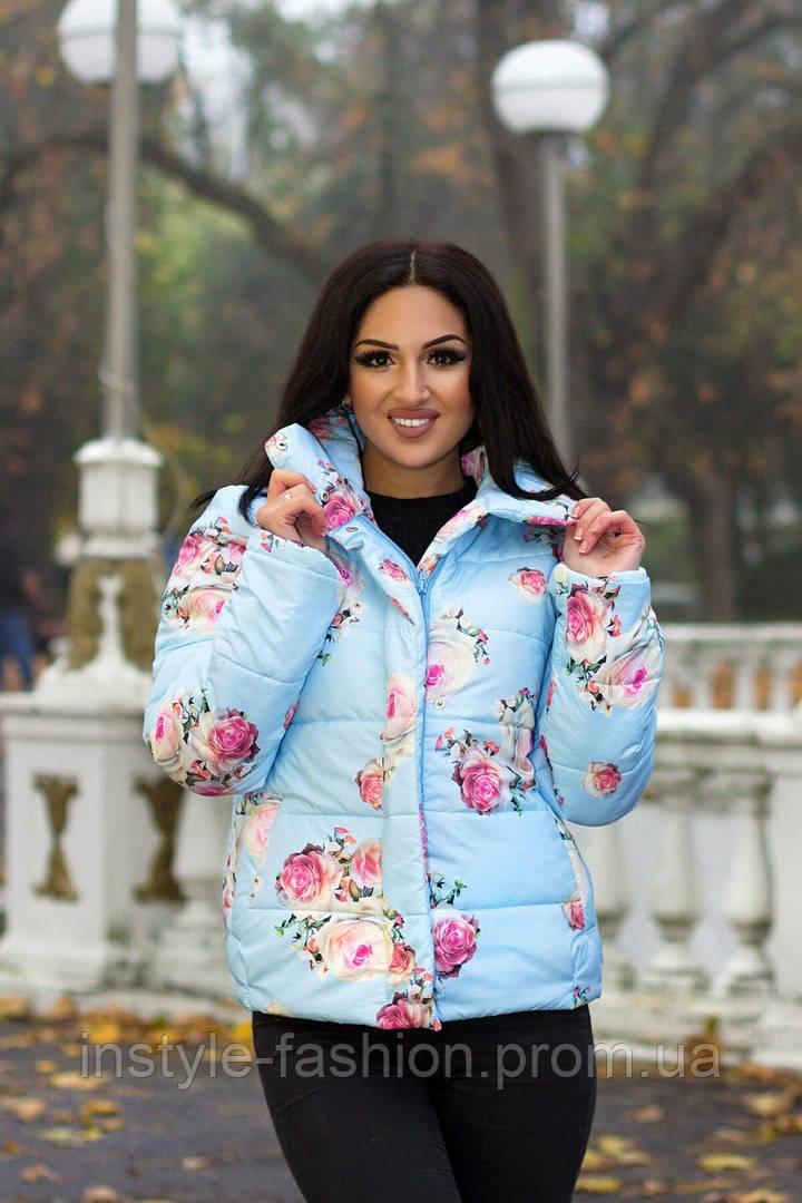 Модная женская короткая курточка с розами цвет голубой