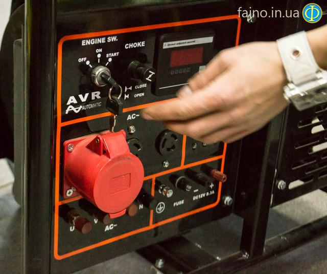 бензиновый 3-фазный генератор Vitals EST 8.5 3B панель