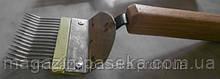 Вилка для розпечатування стільників із гнутої голкою