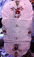 Нарядная рождественская, новогодняя скатерть с дедом морозмо