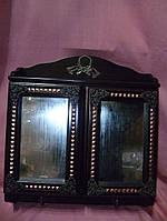 Деревянная настенная ключница с зеркалами на дверцах 37х32х9,5 сантиметров