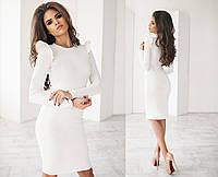 Элегантное женское облегающее платье с рюшами на рукавах