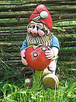 Садовая скульптура «Гном с помидором»