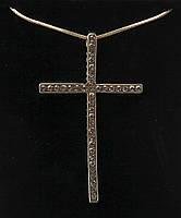 Позолоченный крест со стразами Swarovski на цепочке.