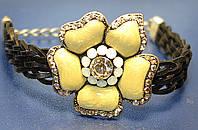 Черный кожаный браслет с цветком