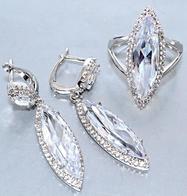 """Набор  """"серьги и кольцо"""",покрытие родием. Камень:белый циркон. Высота серьги: 4,5 см Ширина: 10 мм 17р."""