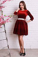 Красивое бархатное платье с фатинновым подъюбником