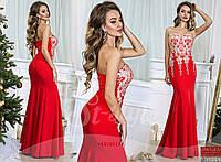 Элегантное вечернее платье с отрезным верхом, спереди декорированное оригинальной вышивкой золотого цвета.