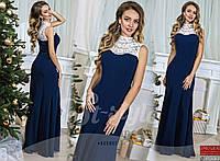 Вечернее платье с разрезом, декорировано кружевом и украшением