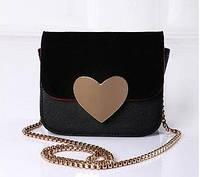 Стильная женская сумка с сердцем черная