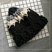 Женская шапка крупной вязки из шерсти мериноса черная белая серая