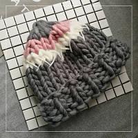 Женская шапка крупной вязки из шерсти мериноса серая белая розовая