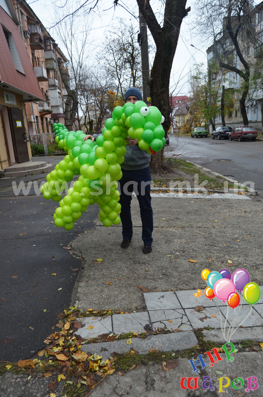 Динозавр Дино из воздушных шаров