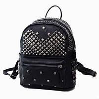 Женский черный рюкзак с заклепками