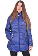 Теплая стеганая куртка синего цвета на молнии.