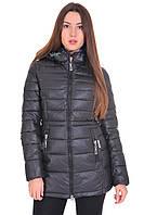 Теплая стеганая куртка черного цвета на молнии, с капюшоном.