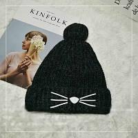 Женская теплая вязаная шапка с бубоном (помпоном) Кошечка черная, фото 1
