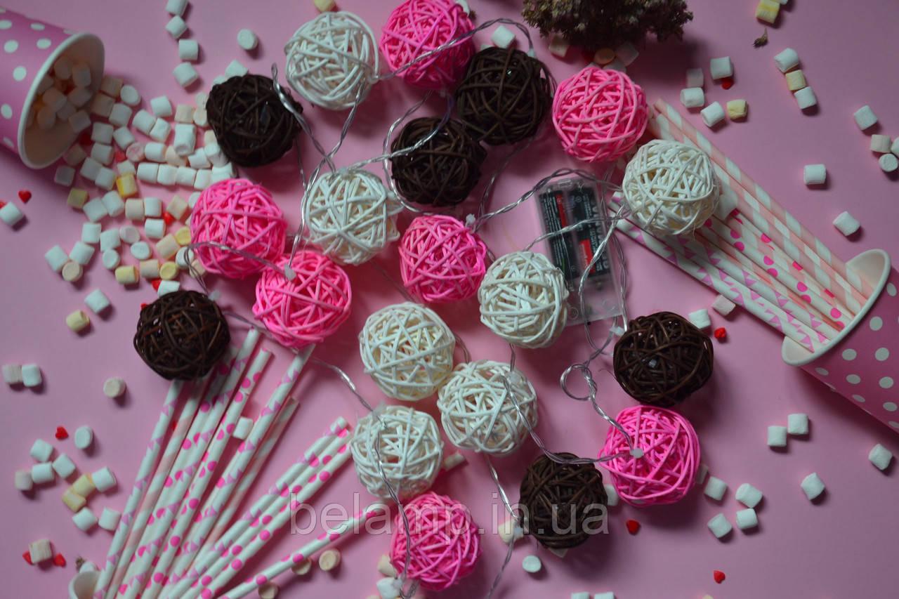 """Светодиодная гирлянда на батарейках из плетеных шариков """"Розовые мечты"""". Диаметр шарика - 5 см."""