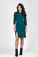 Стильное женское платье со стразами бутылочного цвета