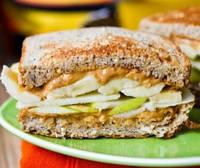 Сделайте себе вкусный бутерброд! Это так просто и полезно.
