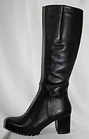 Черные кожаные женские зимние сапоги на среднем каблуке