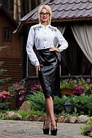 Стильная деловая юбка, сочетание строгости и элегантности,  декор эко кожей и вышивкой