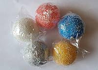 """Елочная игрушка """"Шар цветной с блеском и снежком"""" (диаметр 10 см)"""