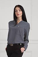 Нарядная блуза украшена брошъю