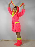 Женский махровый халат с ушками на капюшоне, в комплекте с тапочками. Ярко розовый цвет