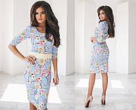 Модное облегающее платье с цветным принтом и поясом