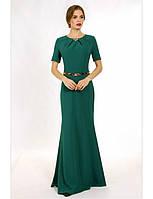 Женское вечернее платье макси изумрудного цвета с коротким рукавом.