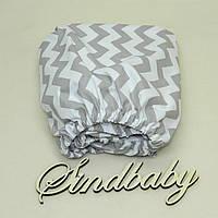 Детская простынь на резинке в кроватку, серый Зигзаг 60х120 см