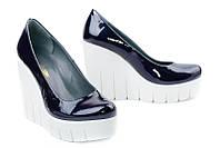 Кожаные женские туфли синий лак