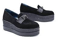 Кожаные женские туфли цвет черный замш