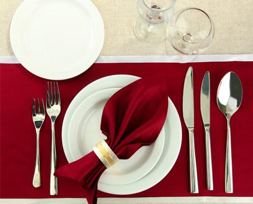 Столовые приборы для сервировки праздничного стола
