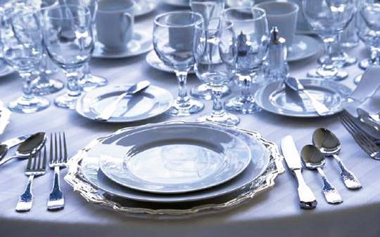 Расстановка тарелок и блюд