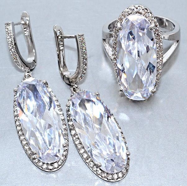 """Набор  """"серьги и кольцо"""",покрытие родием. Камень:белый циркон. Высота серьги: 4,5 см Ширина: 13 мм"""