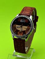 """Женские наручные часы на коричневом кожаном ремешке """"Бежевая гамма"""""""