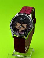 """Женские наручные часы на красном кожаном ремешке """"Серая гамма"""""""