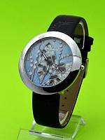 """Женские наручные часы на черном кожаном ремешке """"Мотылек на голубом"""""""