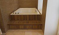 Укладка тика вокруг джакузи, возле бассейна, в ванных комнатах, душевых
