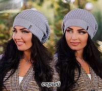Стильная вязаная женская шапка серая