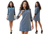 Трикотажное свободное платье из тисненой ткани и с кожаными воротником  и манжетами