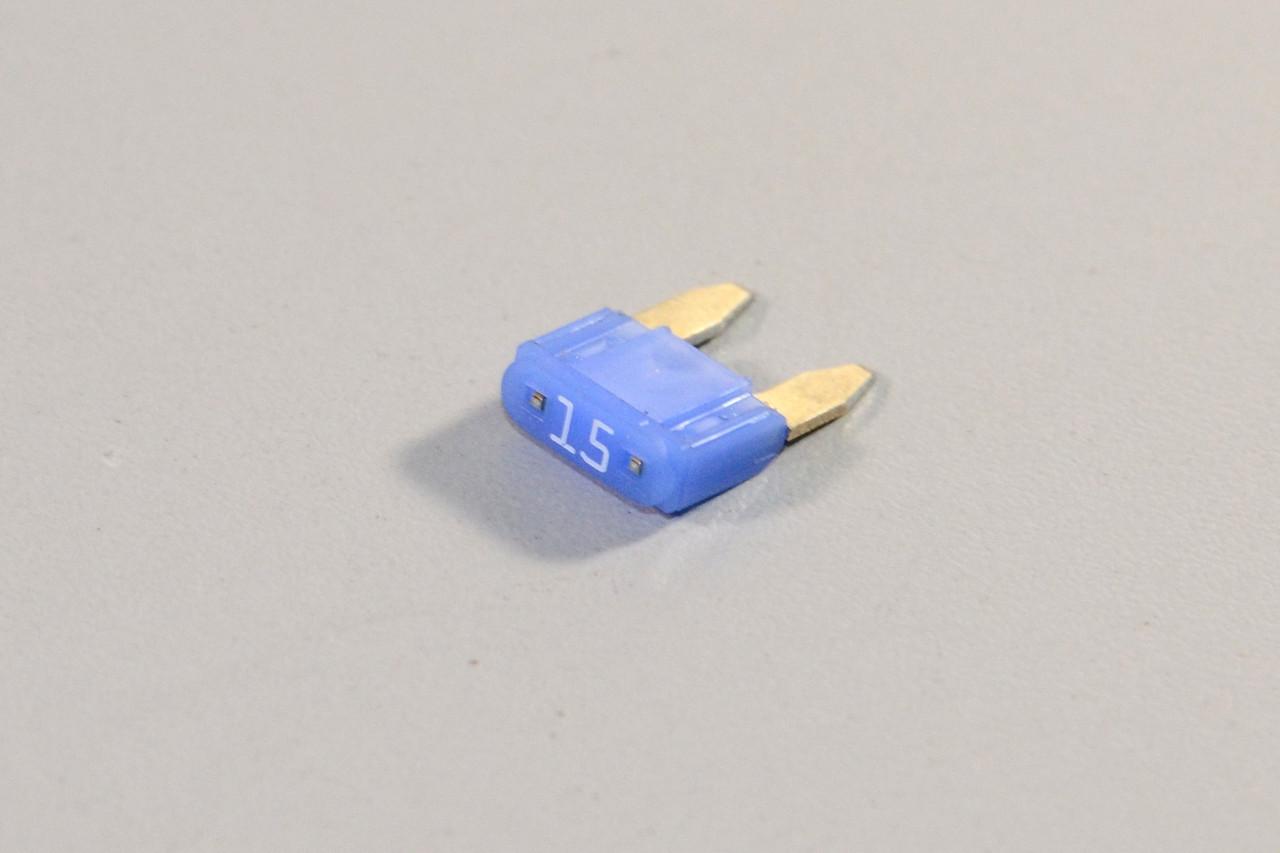 Предохранитель (голубой) 15A на Renault — Renault (Оригинал) - 7700410575