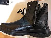 Ботинок утепленный на шнуровке и молнии.
